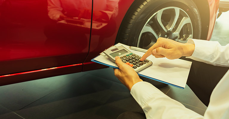 Financiar o pagar al contado un coche