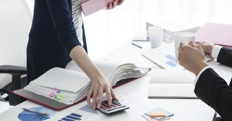 ¿Como llevar al día los libros de registro de facturas?